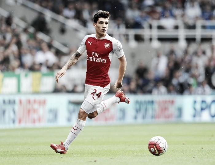 Bellerín assina novo contrato com Arsenal e acaba com esperanças do Barcelona