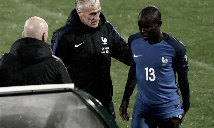Kanté volta a Londres para avaliar lesão e desfalca Chelsea e Seleção Francesa