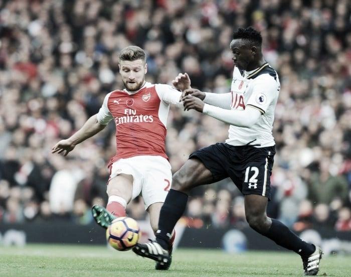 Wenger reclama de pênalti marcado a favor do Tottenham no clássico londrino