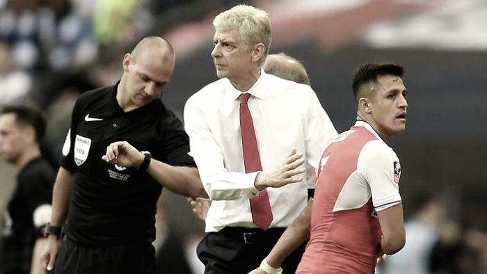 """Wenger vê Sánchez como pilar para Arsenal disputar título inglês: """"Quer vencer sempre"""""""