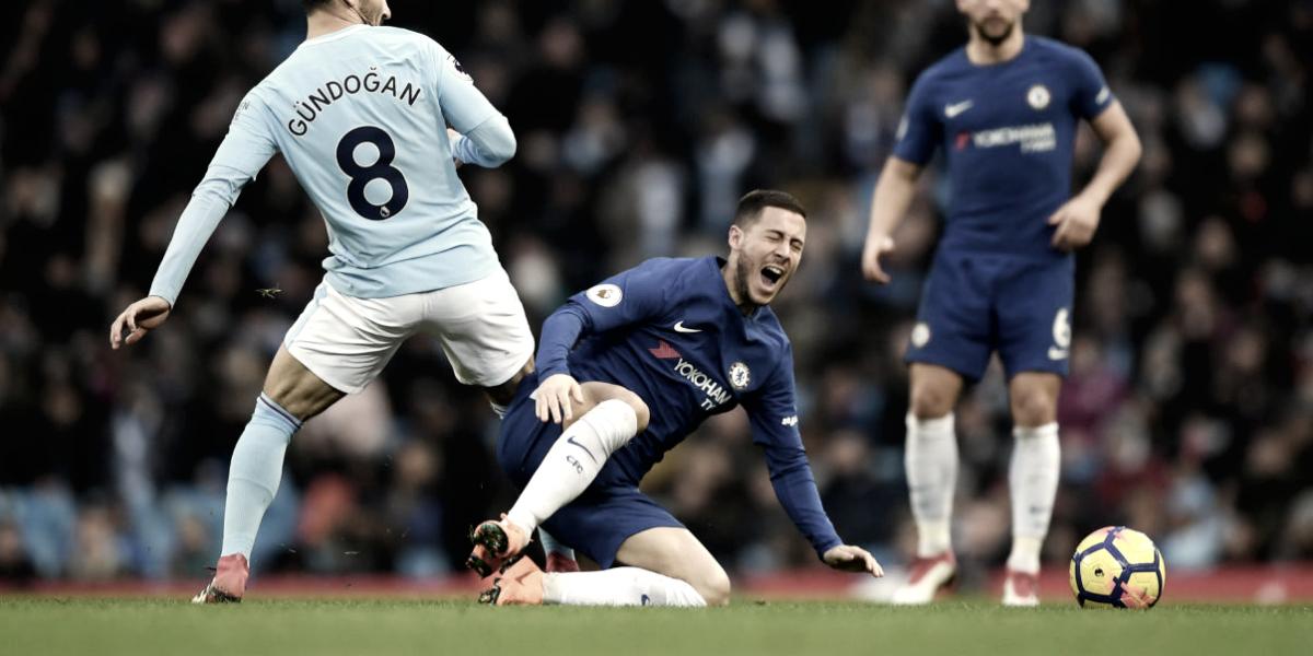 Frustrado após derrota para City, Hazard não se mostra satisfeito por jogar como falso 9