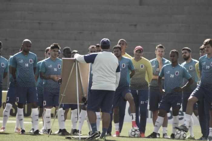 Em ascensão na Série B, Paraná e Criciúma medem forças no Durival de Britto