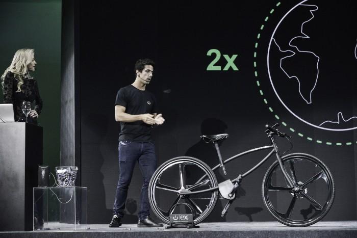 Lucas di Grassi lança bicicleta elétrica no Brasil