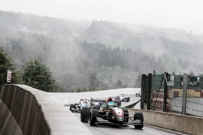Bruno Baptista conquista pontos em Spa pela Fórmula Renault 2.0