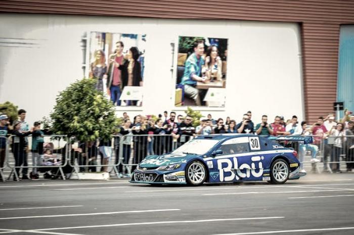 Pilotos da Blau Motorsport agitam Mogi Guaçu na chegada da Stock Car