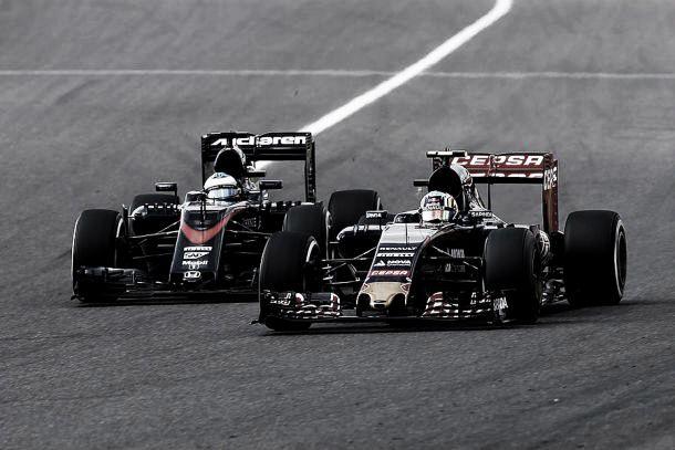 """Alonso critica Honda após ser ultrapassados pelos adversários: """"Motor de GP2"""""""