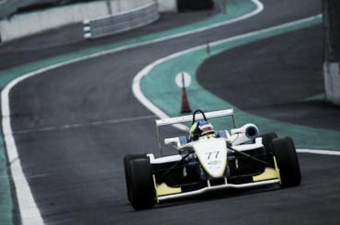 Pela Fórmula 3 Brasil, Guilherme Samaia marca a pole em Interlagos