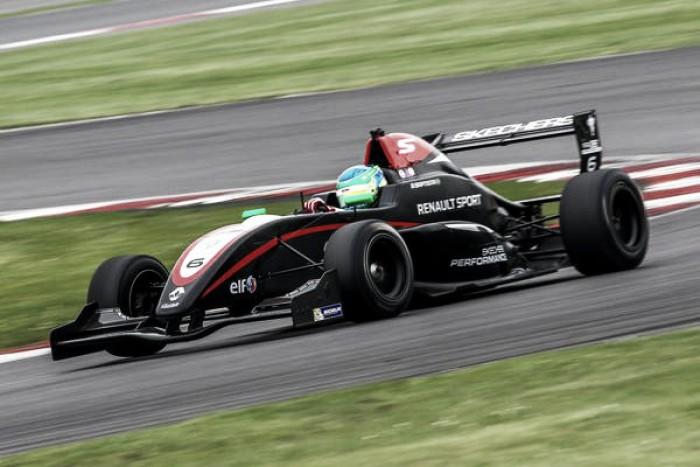 Bruno Baptista fecha temporada da Fórmula Renault com nono lugar em Portugal