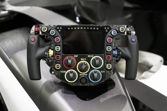 Conheça as funções do volante do Porsche 919 Hybrid que vai disputar as 24 horas de Le Mans