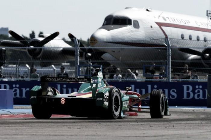 Lucas di Grassi conquista terceiro lugar na segunda corrida pela Fórmula E em Berlim