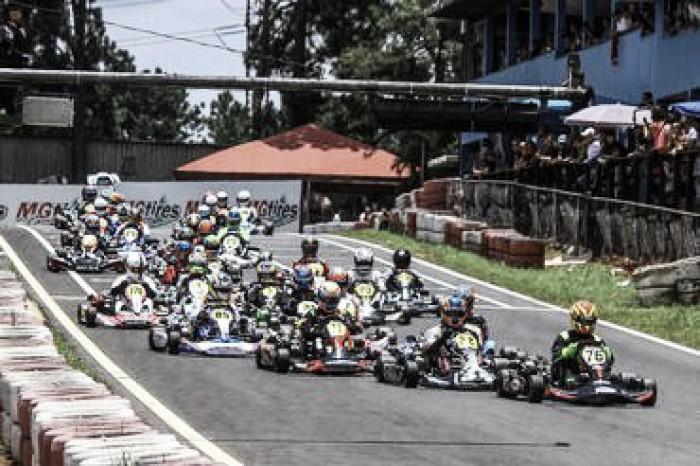 Grid cheio marca primeira etapa da Copa São Paulo de Kart na Granja Viana