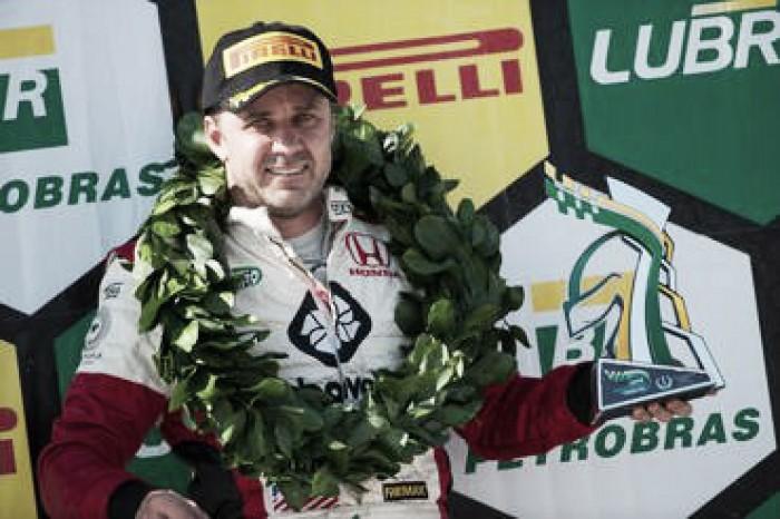 Gustavo Martins vence primeira corrida da Copa Petrobrás de Marcas em Goiânia