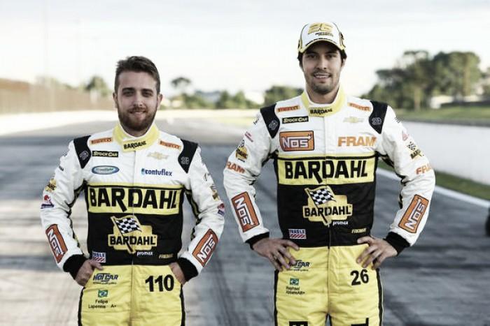 Raphael Abbate e Felipe Lapenna se preparam para a Corrida do Milhão correndo de Kart