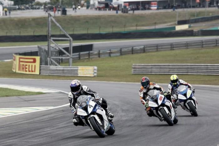 BMW Motorrad fica no top-10 com seus dois pilotos pelo SuperBike Brasil