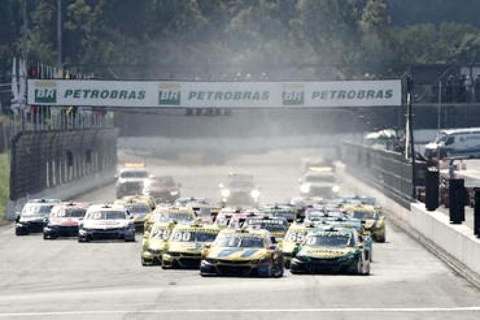 Thiago Camilo e Felipe Fraga vencem pela Stock Car no Velopark