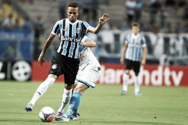 Com dois gols de Barcos, Grêmio vence Novo Hamburgo na Arena