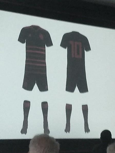 Designer flamenguista faz versão de terceiro uniforme do Flamengo e empolga torcedores