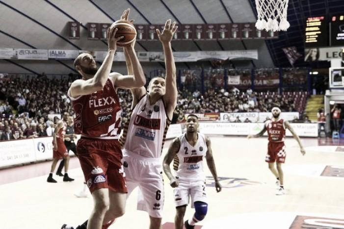 Lega Basket - Venezia ad un passo dal 3-0, ma Pistoia non molla