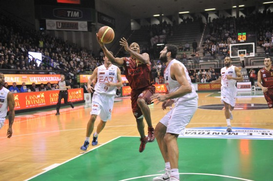 Hairston accompagna Milano in semifinale