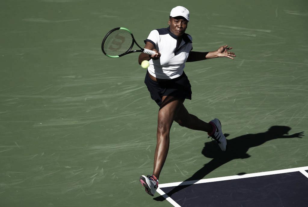 Venus Williams supera 'pneu' e vence Petkovic na estreia de Indian Wells