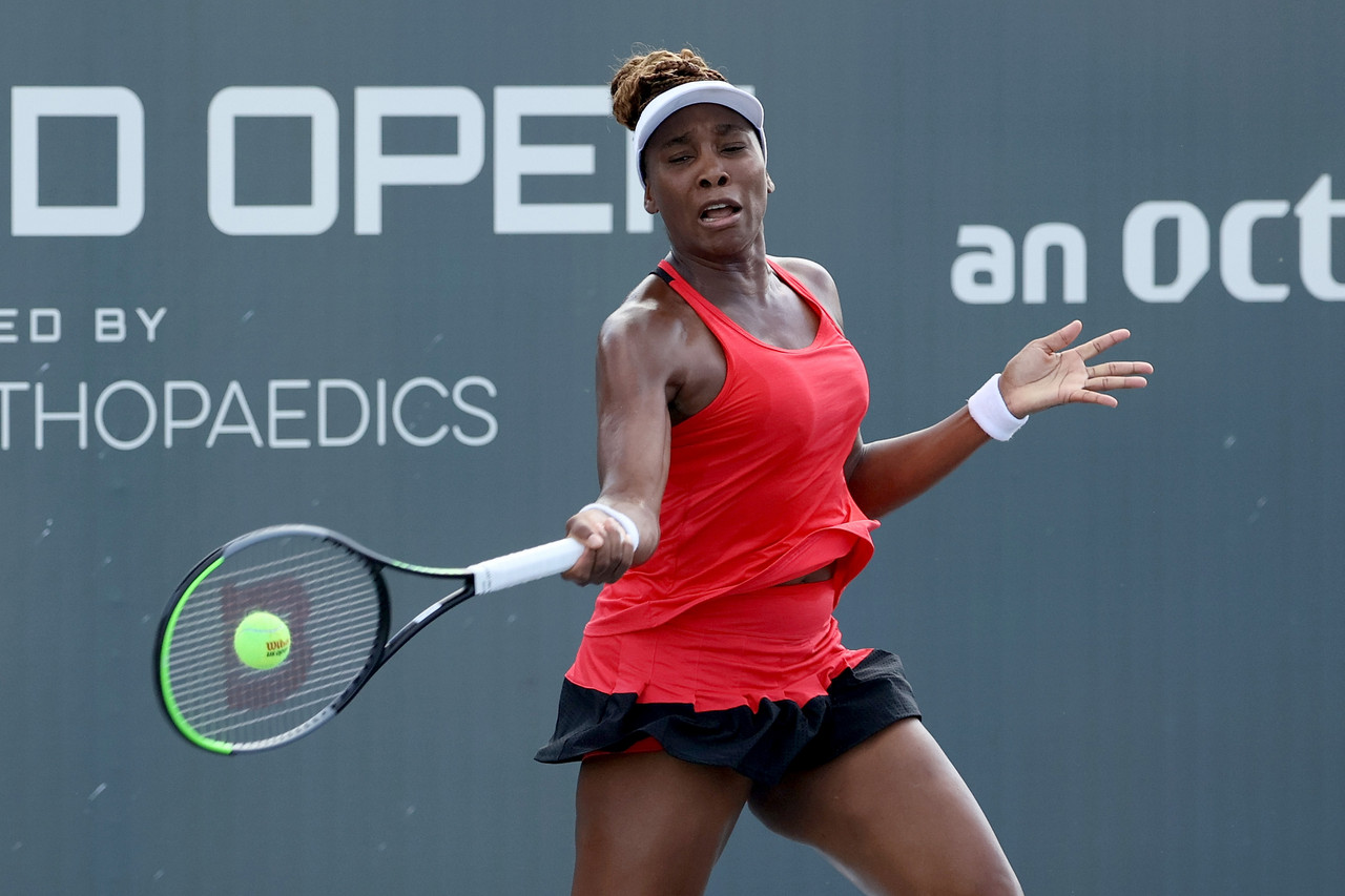 WTA Lexington: Venus Williams dominates Victoria Azarenka in matchup of former major champions