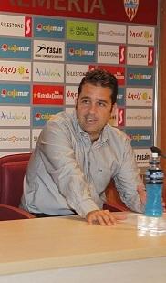 Alberto Benito sí renueva con el Almería