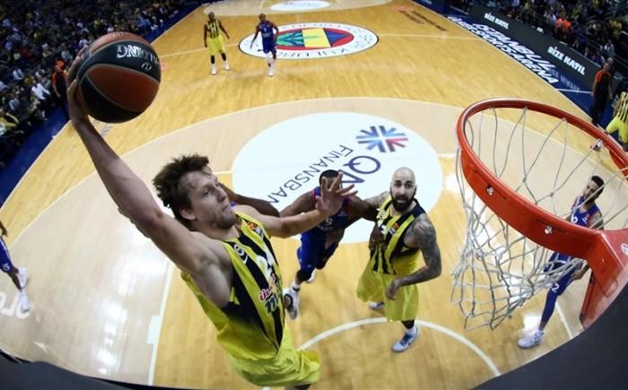 Eurolega - Riscatto Fenerbahce, battuto l'Anadolou Efes nel derby di Istanbul
