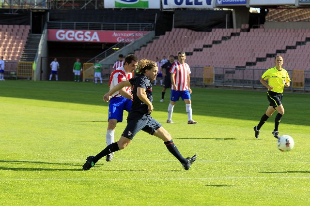 Veteranos del Granada y Atlético muestran su lado más solidario