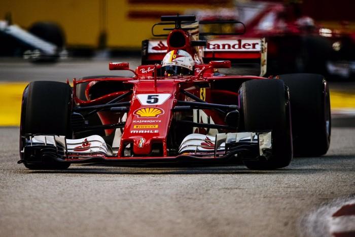 """Vettel aprieta y se lleva la pole por delante de los Red Bull: """"Casi he llorado en el coche"""""""