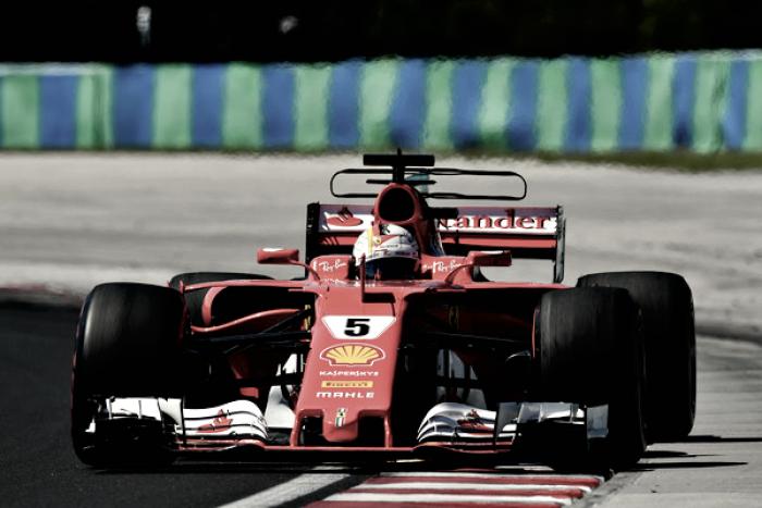 Vettel amplía la brecha en el mundial y mantiene vivo el duelo con Hamilton