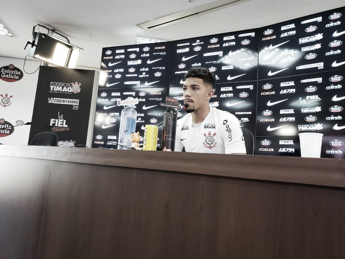 """Apresentado no Corinthians, Douglas deixa para trás histórico de lesões: ''Estou 200%"""""""