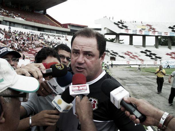 Treinador do Santa Cruz comemora vitória, mas alerta sobre o jogo da volta