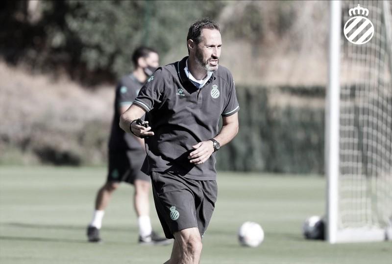 """Vicente Moreno: """"Tengo la sensación de que ya llevara mucho tiempo trabajando con ellos y todo eso acaba facilitando el trabajo del entrenador"""""""