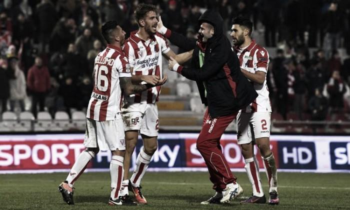 Serie B - Il Vicenza rimonta e batte il Novara (3-1). Buona la seconda per Torrente