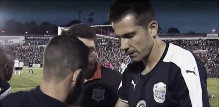 Goleiro do Atlético-MG, Victor sofre trauma no ombro em partida beneficente