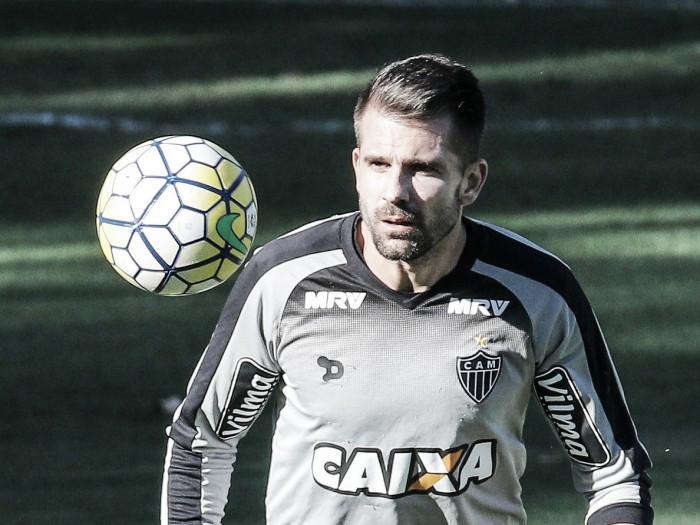 Victor deixa treino sentindo dores na coxa e pode virar mais um desfalque no Atlético-MG