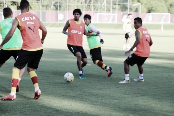 Victor Ramos garante estar pronto para voltar ao time titular do Vitória