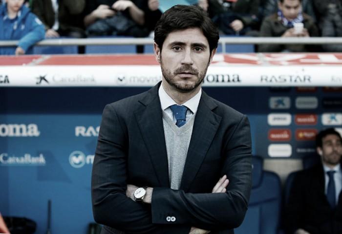 Deportivo La Coruña rescinde contrato com técnico Víctor Sánchez