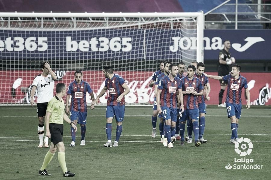 El Eibar se lleva una gran victoria ante un Valencia sin pegada
