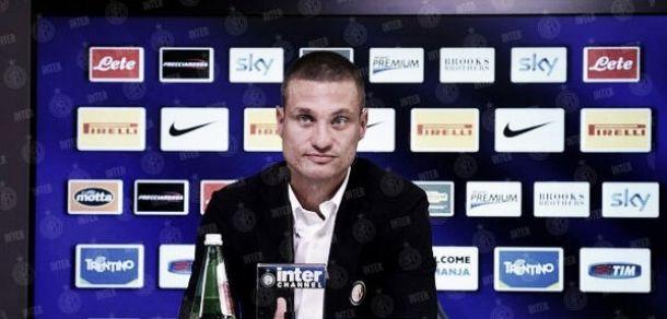 """Vidic é apresentado na Internazionale e se mostra empolgado: """"Minha motivação é alta"""""""