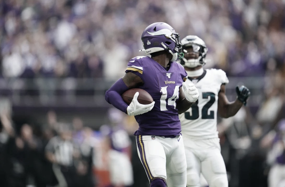 Los Vikings aplastan a los Eagles