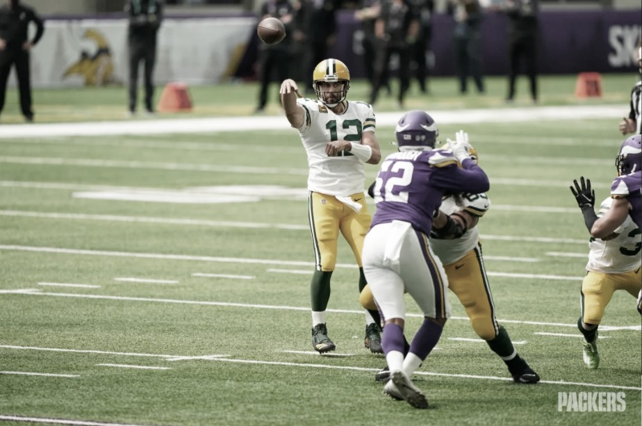 Em grande dia de Aaron Rodgers, Packers vencem Vikings fora de casa