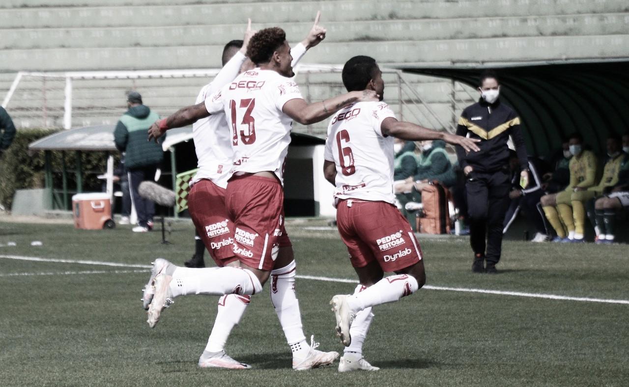 Vila Nova goleia Guarani fora de casa e volta a vencer após seis jogos