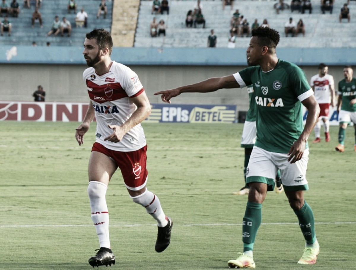 Superior no clássico, Vila Nova vence Goiás e lidera isolado a Série B