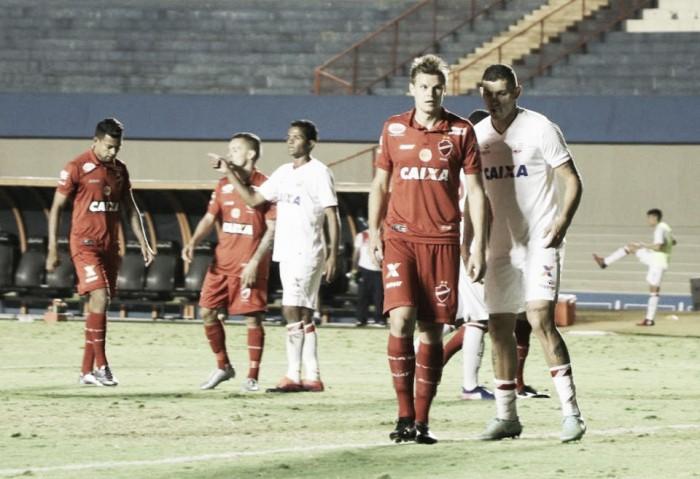 Náutico surpreende Vila Nova no Serra Dourada e soma segunda vitória na Série B