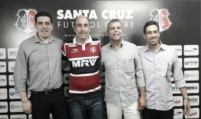 """Vinícius Eutrópio traça perfil de elenco do Santa Cruz para 2017: """"Queremos atletas modernos"""""""