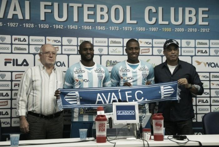 Jajá e Vinícius Pacheco são apresentados no Avaí e se dizem dispostos a ajudar equipe
