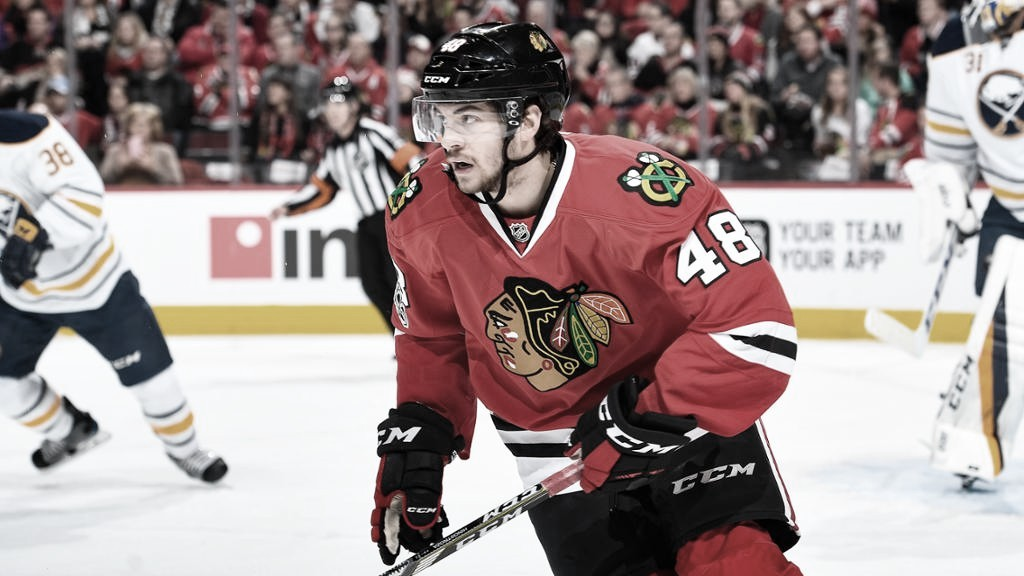 Vinnie Hinostroza regresa a los Blackhawks