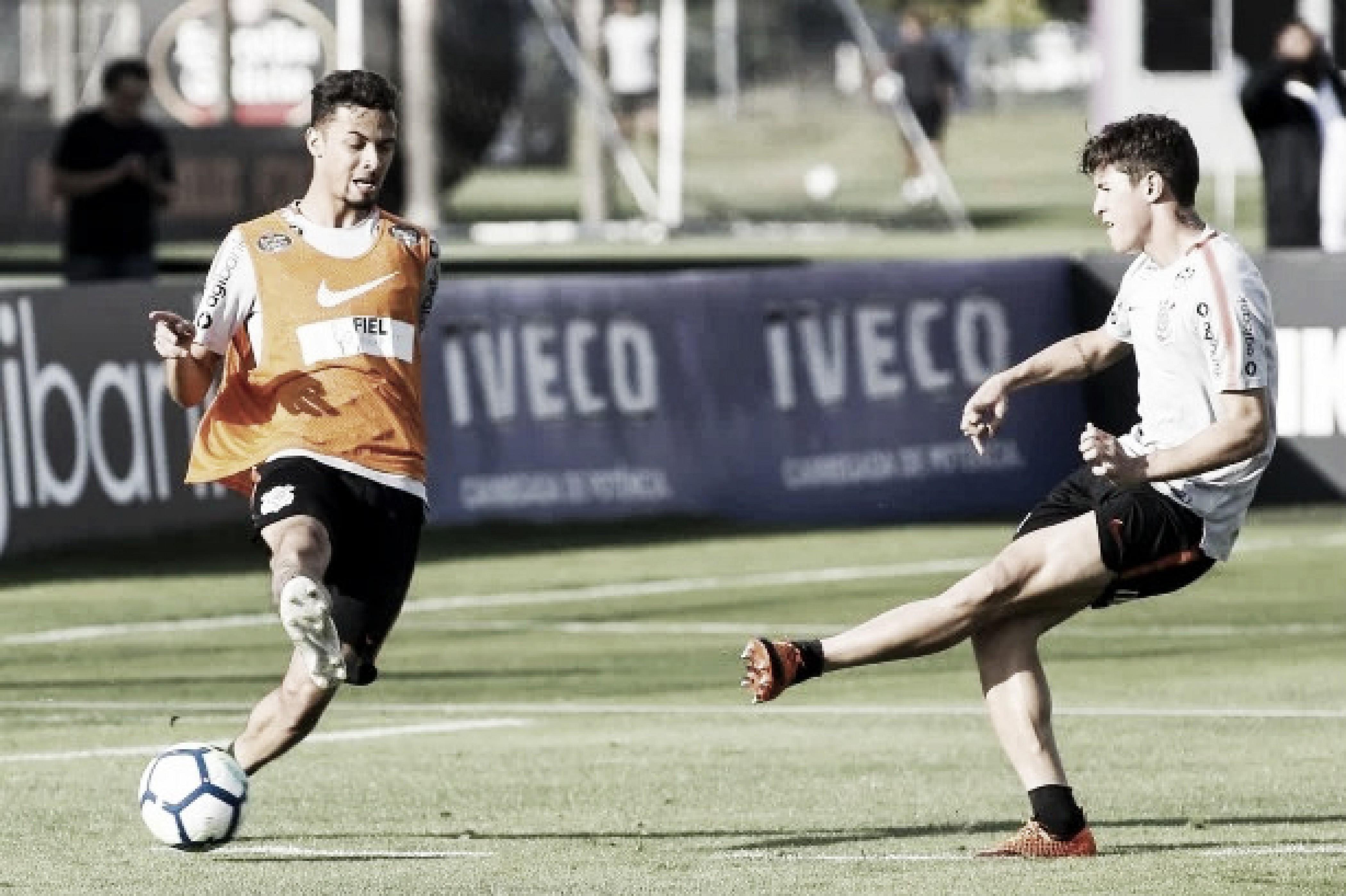"""Mateus Vital se cobra pelo jejum de gols no Corinthians: """"Tenho que entrar mais na área"""""""
