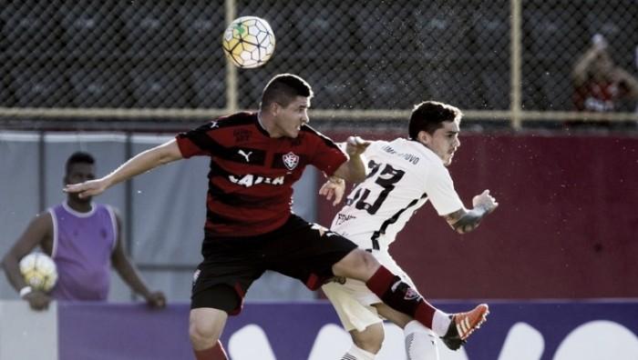 Vitória fica atrás duas vezes, mas vence Corinthians no Barradão